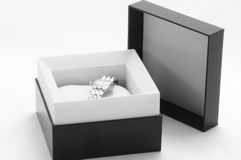 7 Things to Consider When Choosing Your Product's Luxury Box Type